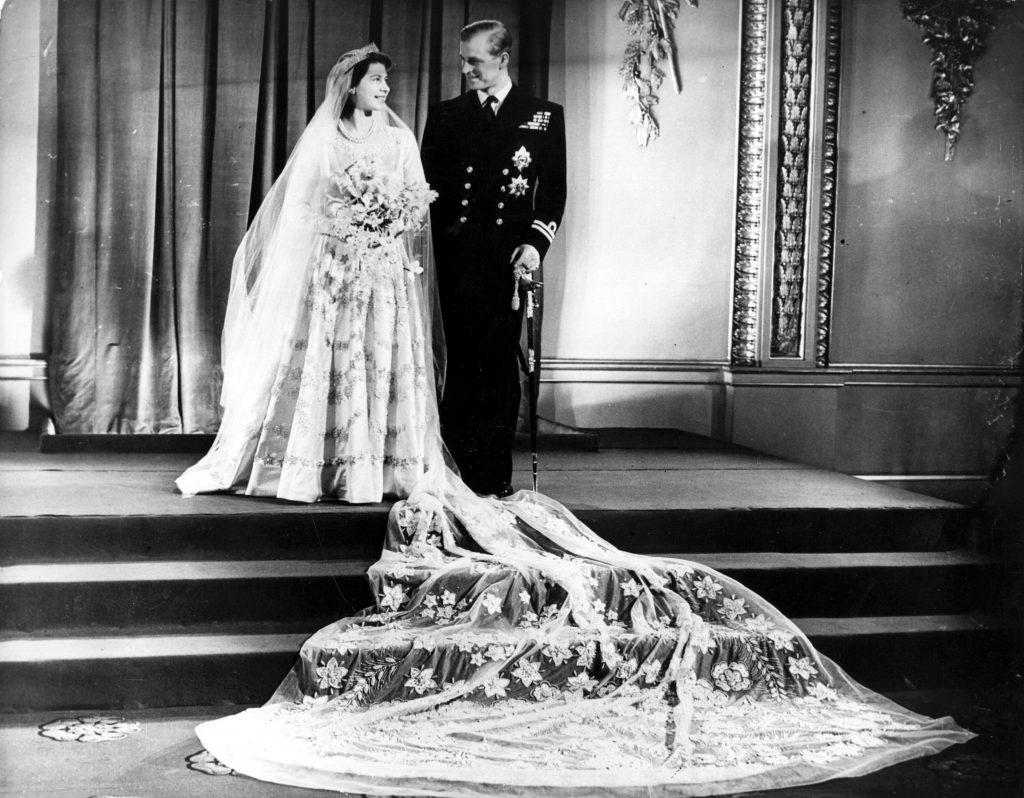 La princesse Elizabeth et le prince Philip, duc d'Édimbourg, au palais de Buckingham après leur mariage.