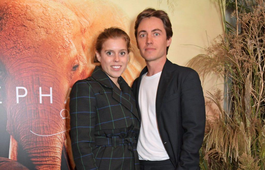 """La princesse Béatrice d'York et Edoardo Mapelli Mozzi assistent à la première londonienne du documentaire d'Apple. """"La reine des éléphants"""""""