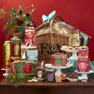 Collection de Noël de Fortnum paniers de nourriture de Noël