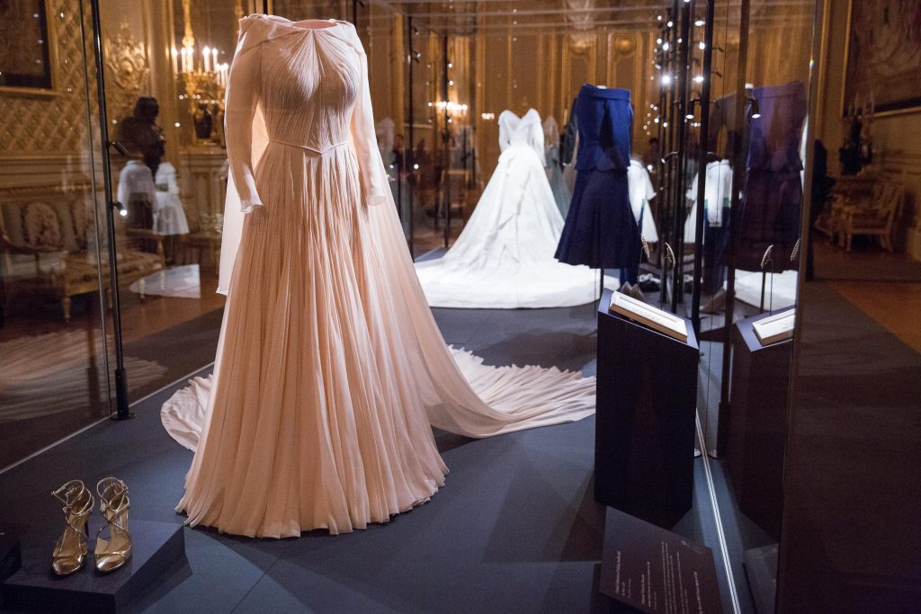 La robe de soirée de la Princesse Eugenie par le designer américain Zac Posen qui sera exposée avec d'autres éléments des tenues de mariage de la Princesse et de Jack Brooksbank.