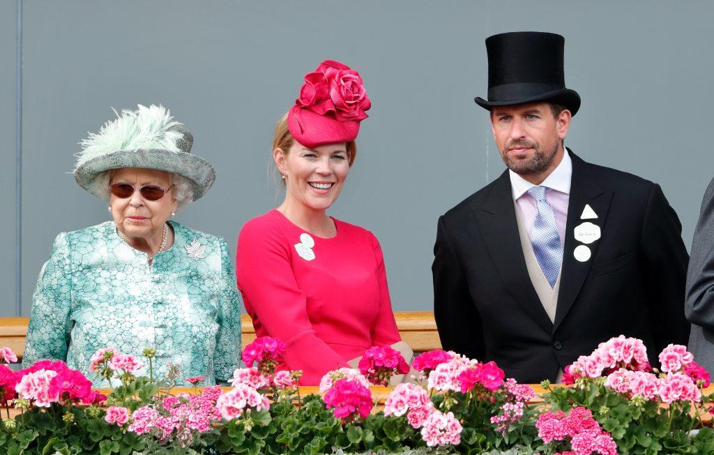 La Reine Elizabeth II, Autumn Phillips et Peter Phillips assistent au cinquième jour du Royal Ascot.