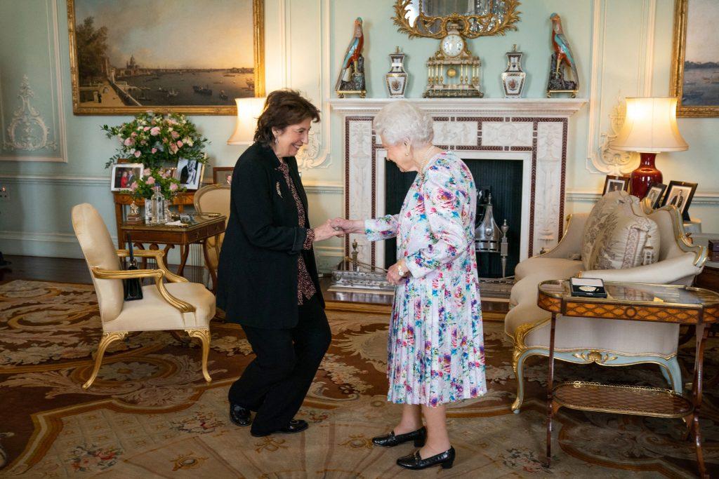 Dame Imogen Cooper est reçue par la Reine Elizabeth II avant de recevoir la Médaille de la Reine pour la musique 2019.
